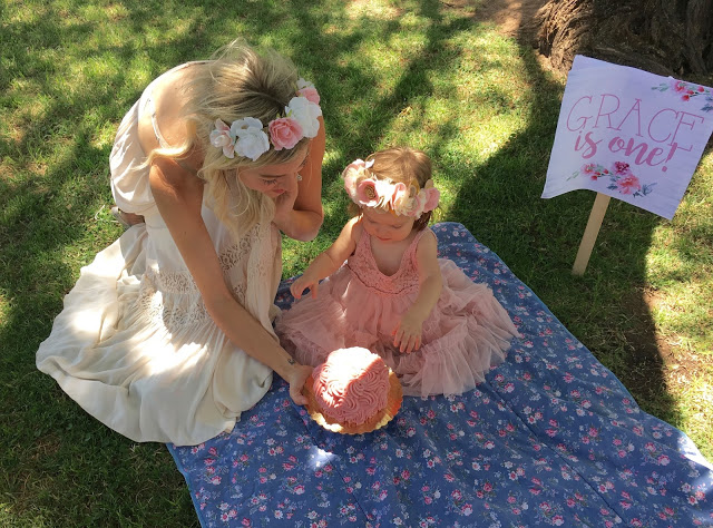 Lifestyle blogger Larissa of Living in Color shares a look at her daughters first birthday with a vintage garden party. Read more now.