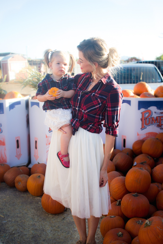 Lifestyle blogger Larissa of Living in Color shares a a look at five mommy and me fall outfits that you can recreate. Read more now.