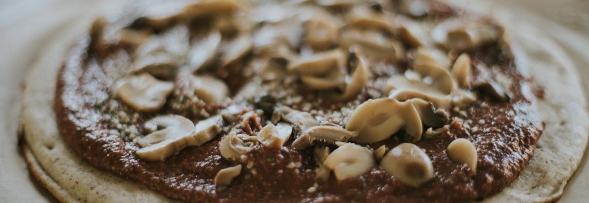 healthy black bean pizza sauce, healthy recipe ideas, easy dinners 10