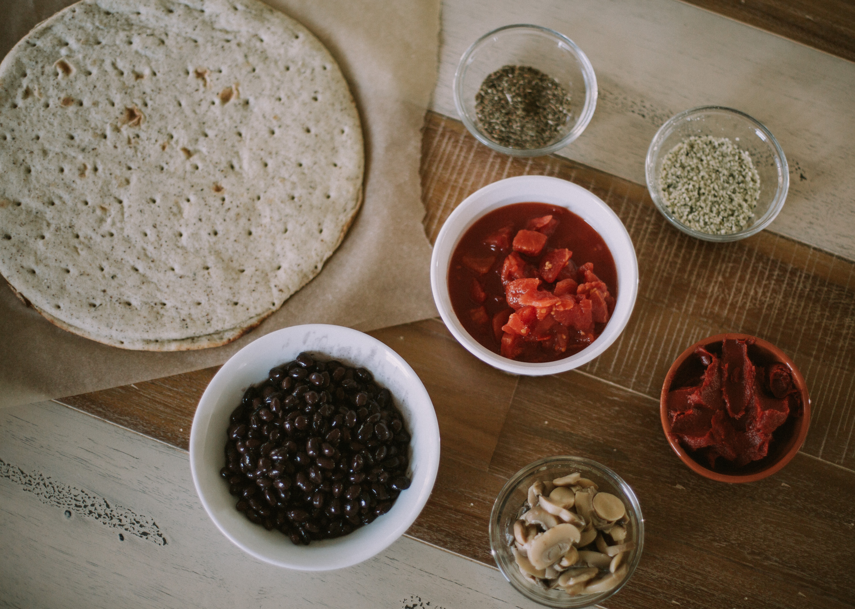 Lifestyle blogger, Larissa of Living in Color shares her easy and healthy five minute black bean pizza sauce recipe. Read more now.