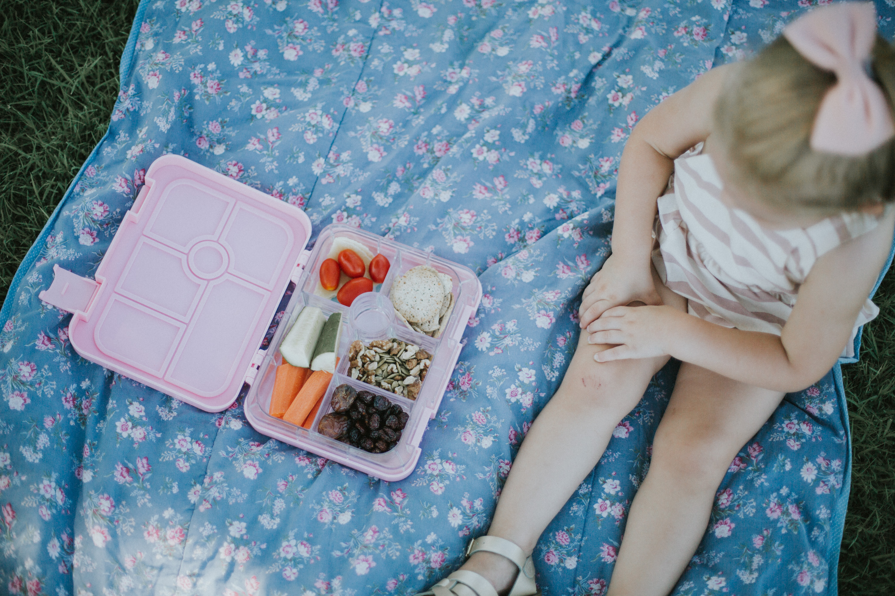 Mom blogger Larissa of Living in Color shares five healthy back to school snack ideas for parents and children. Read more now!