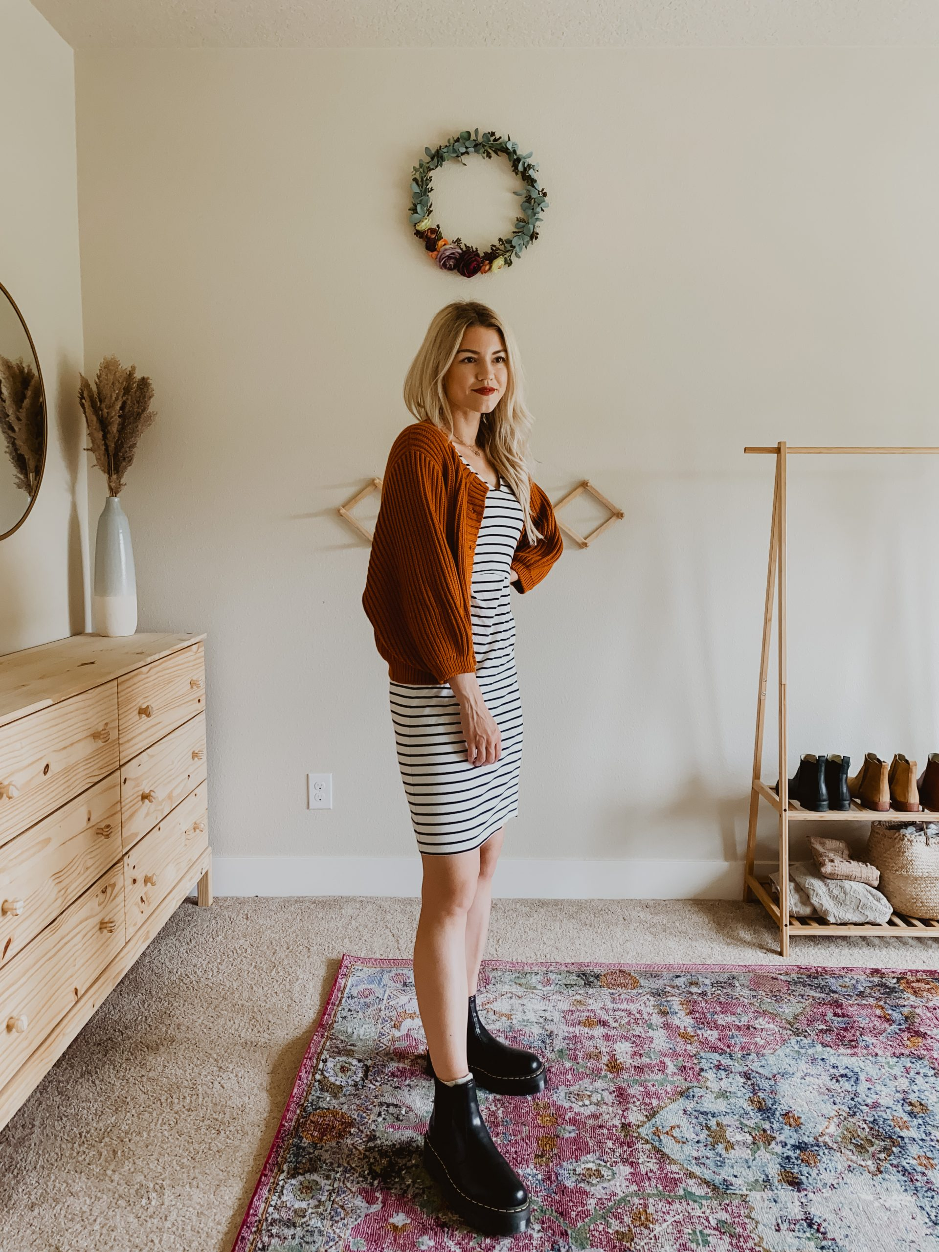 How To Style Dr Martens 2976 Chelsea Boots For Summer Living In Color